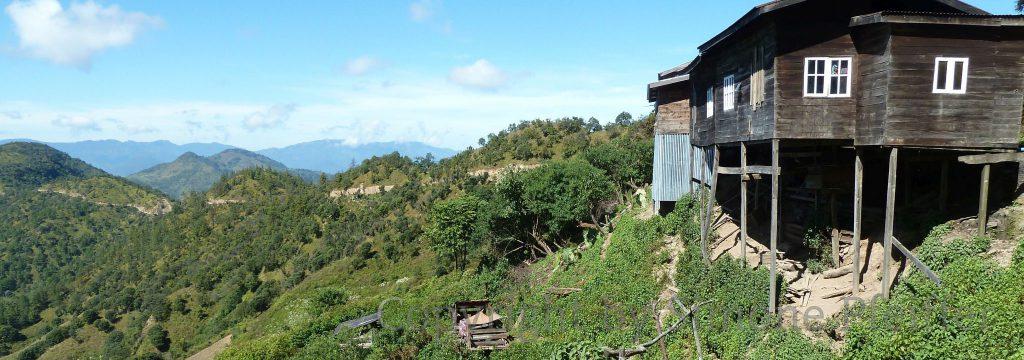 Der ständige Wechsel von Wind, Sonne, Nebel und lange andauernde Regenfällen setzen den Häusern zu.
