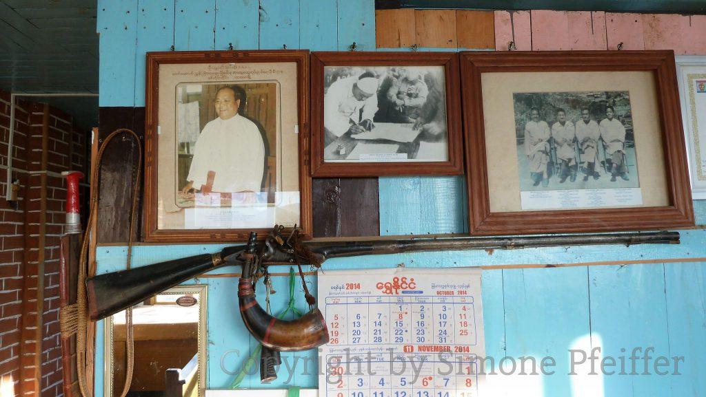 Ciimnuai Guest House von Pa Pau und Nu Niang. Clan-Chiefs und Vorfahren. Unterzeichnung des Panglong Agreements 1947.